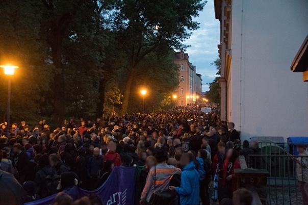 Dresden Nazifrei Demo in der Vorwerkstraße um 21:25 Uhr