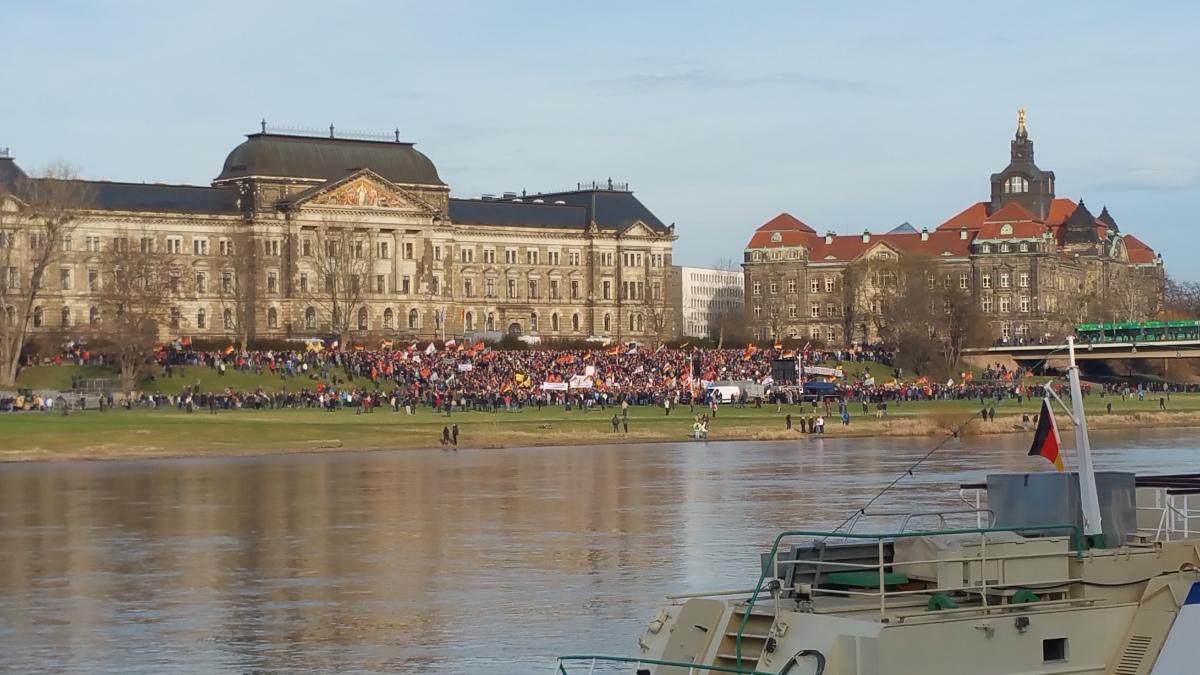 Analyse der Teilnehmerzahlen bei Pegida und NoPegida am 06.02.2016 in Dresden